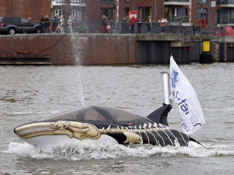Bild zu Künstlicher Wal mit Jetantrieb