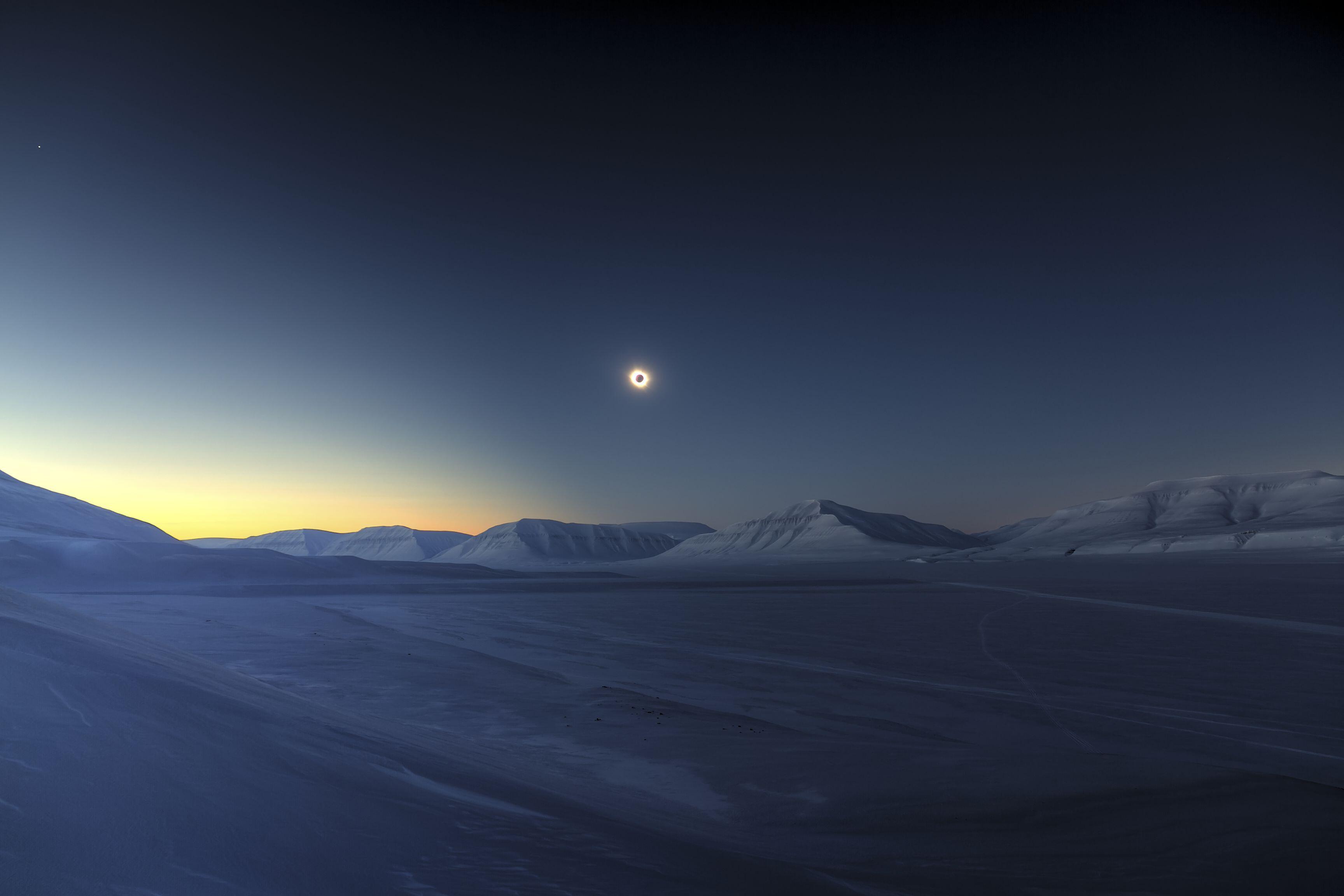 Bild zu Luc Jamet (France) with Eclipse Totality over Sassendalen