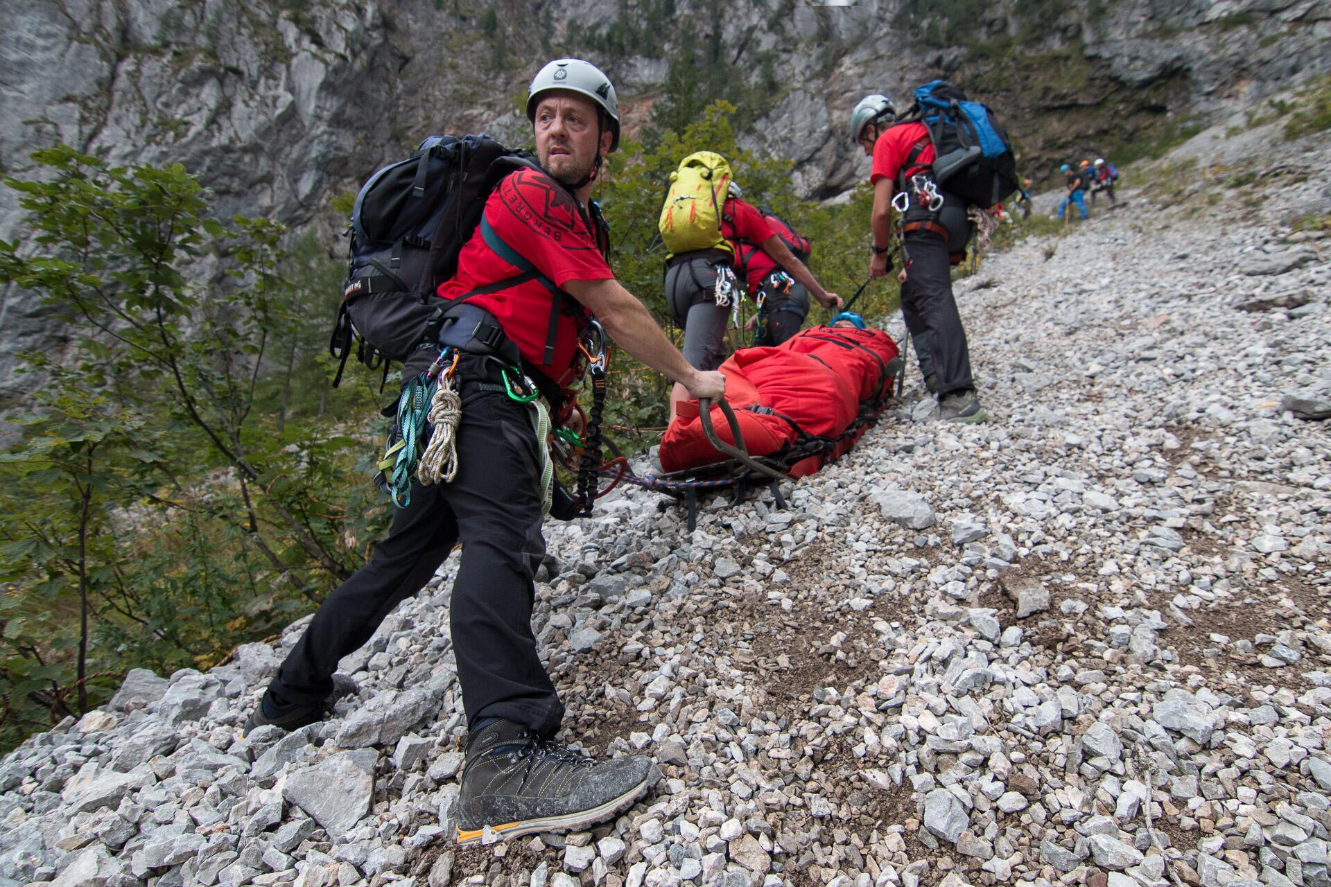 Bild zu Der ÖBRD übt regelmäßig Rettungen im alpinen Gelände