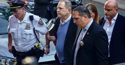 Harvey Weinstein stellt sich den Behörden