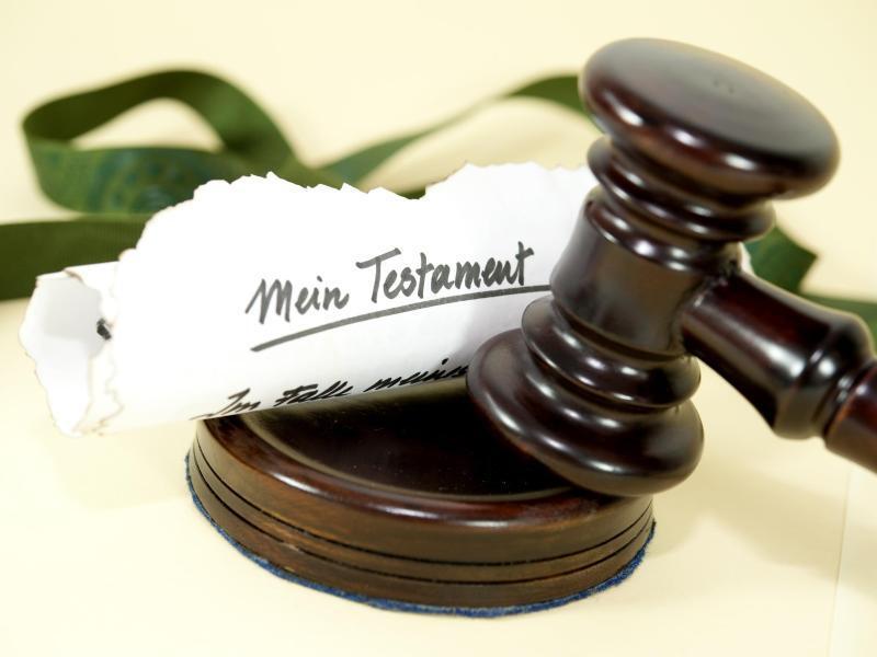 Bild zu Testament und Gerichtshammer