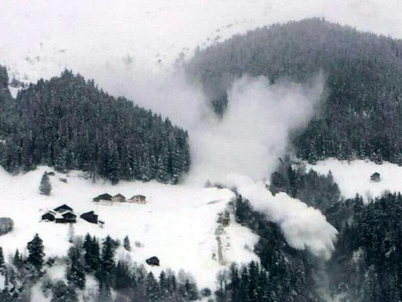 Bild zu Lawinengefahr in Tirol