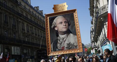 Proteste zum 1. Jahrestag der Amtseinführung von Macron