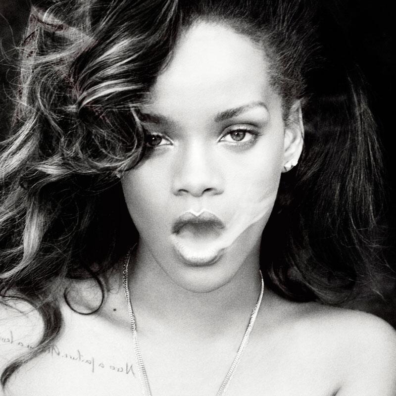 Bild zu WM 2014: Rihanna zum Spiel Deutschland - Portugal