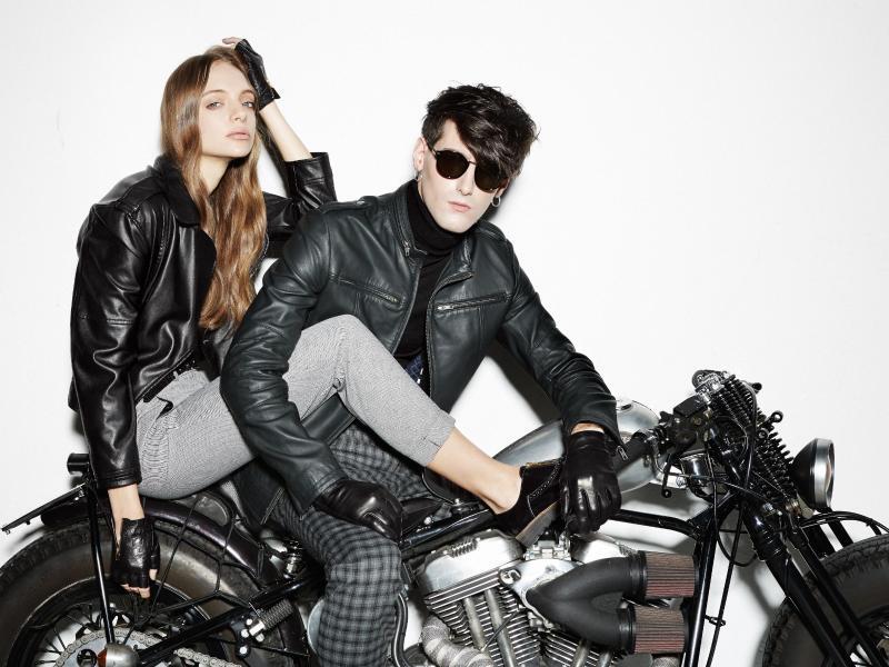Bild zu Dunkles Leder für Sex-Appeal
