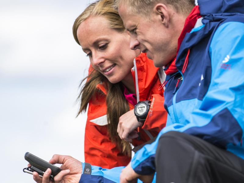 Bild zu Zwei Menschen mit GPS-Gerät