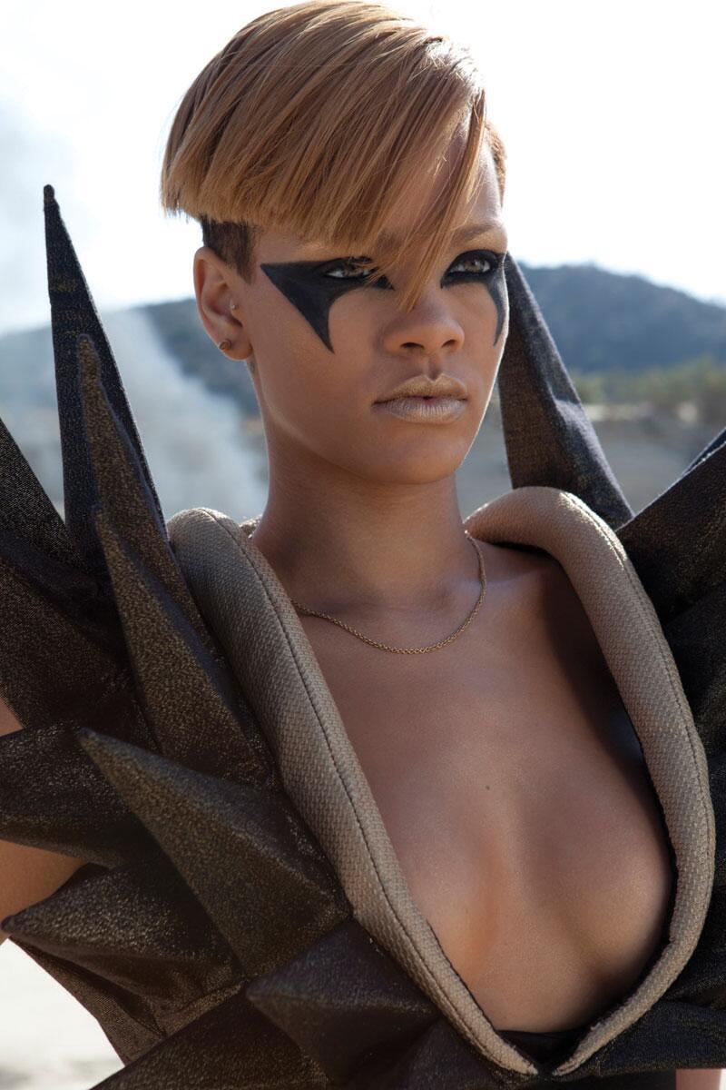 Bild zu WM 2014: Rihanna zum Spiel Italien - Costa Rica