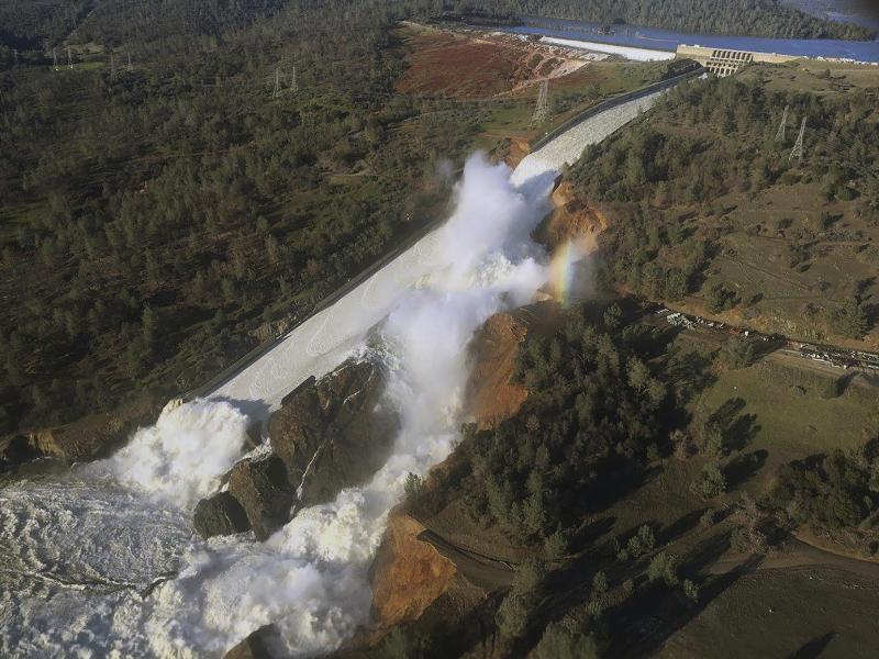 Bild zu Staudamm droht zu brechen