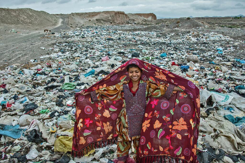 Kinder, Iran, Müll