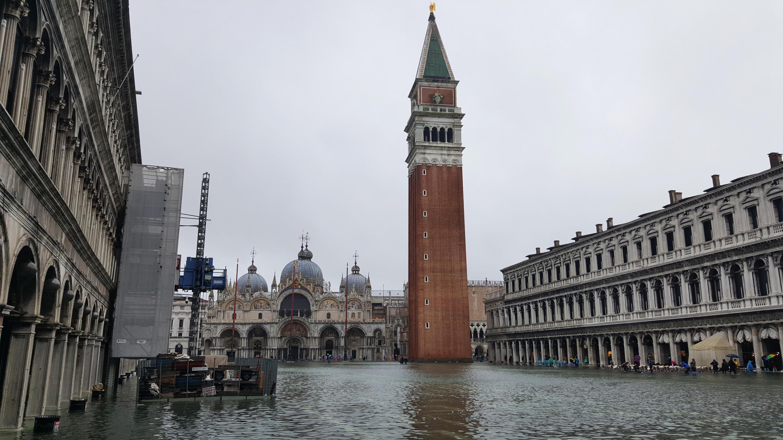 Bild zu Hochwasser Venedig