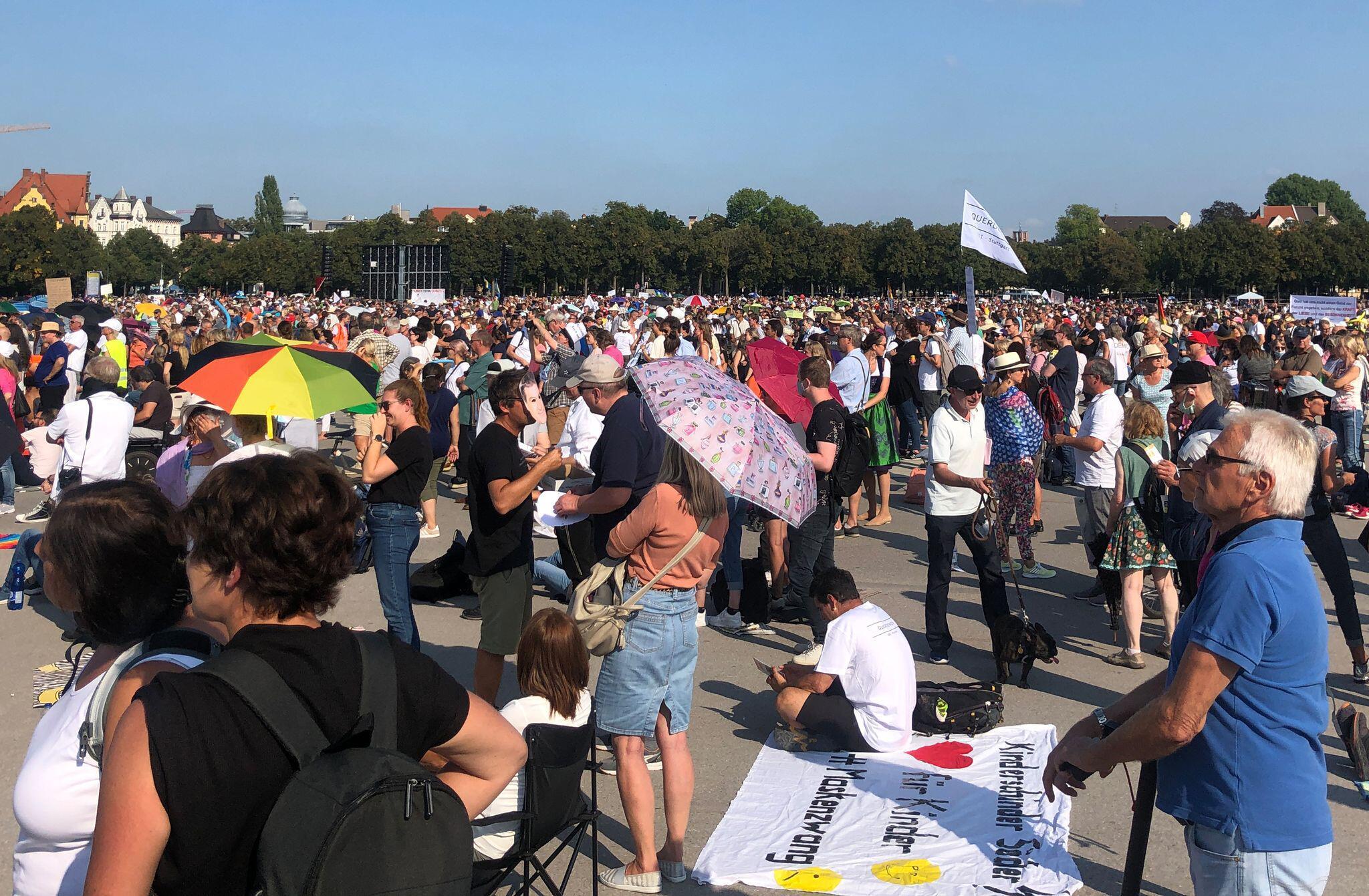 Bild zu Protest gegen Corona-Maßnahmen München