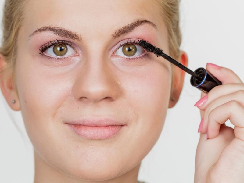 Bild zu Wimpern brauchen Pflege