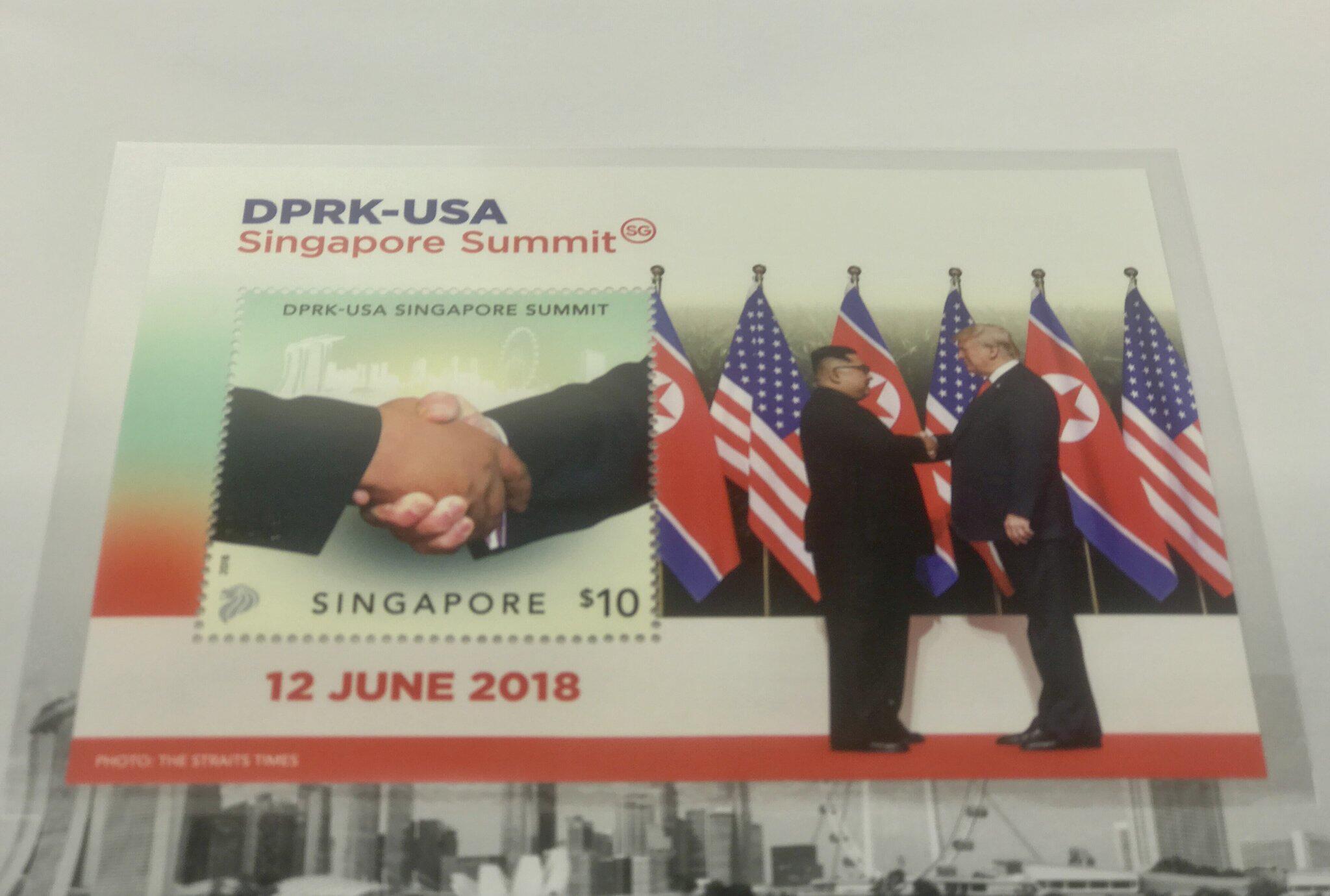 Bild zu Briefmarke mit Handschlag von Trump und Kim