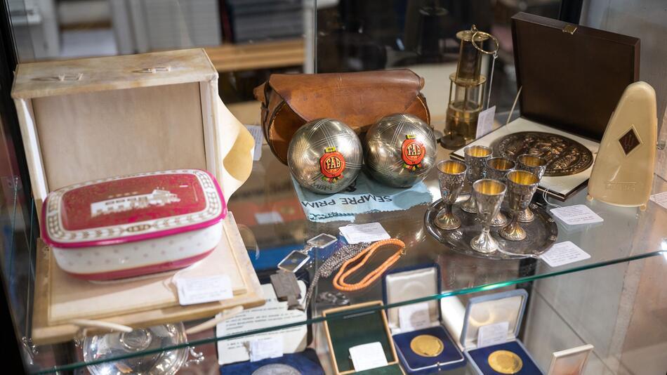 66 Gegenstände von Adenauer versteigert