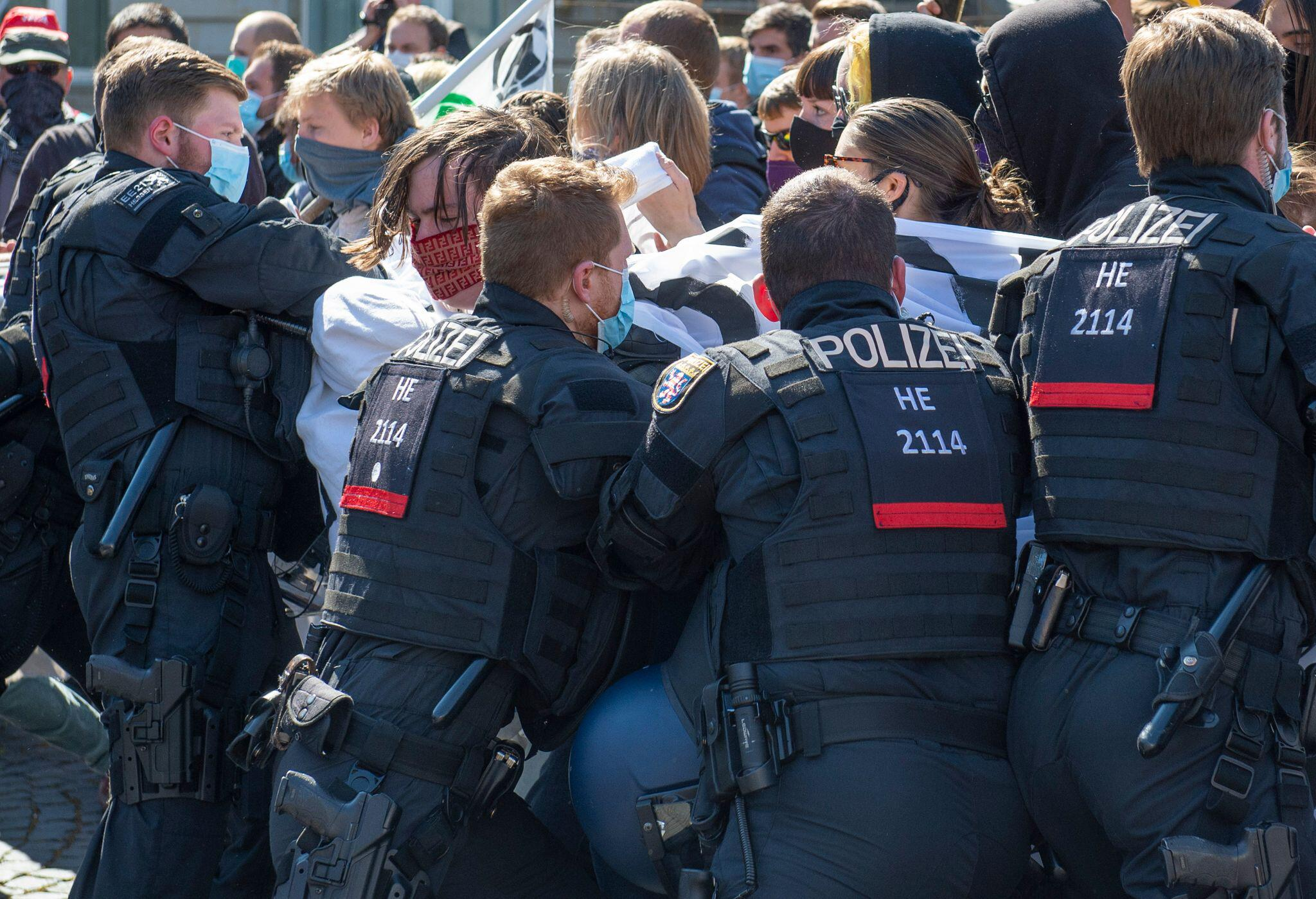 Bild zu Coronavirus - Frankfurt am Main - Demonstrationen