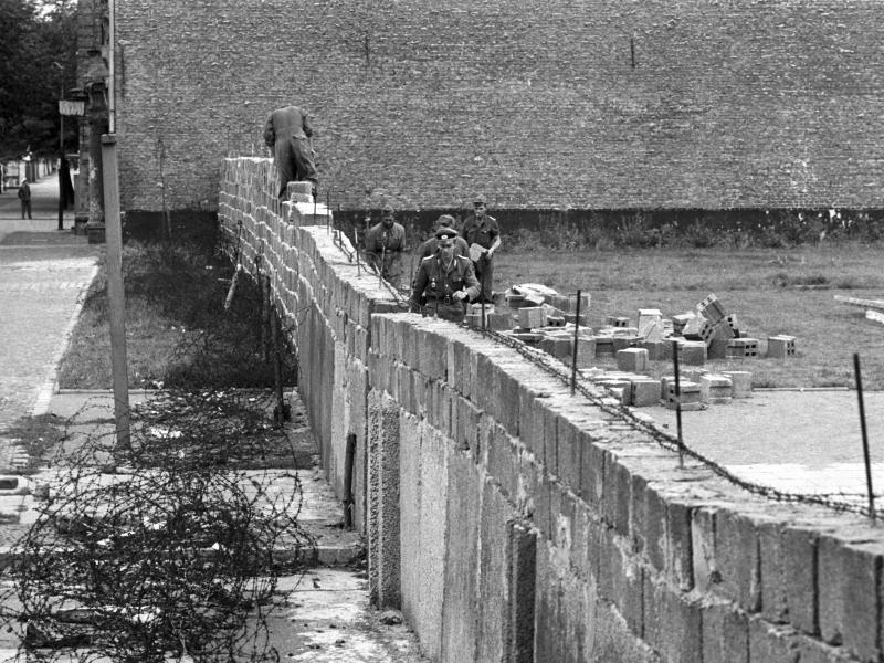 Bild zu Mauerbau