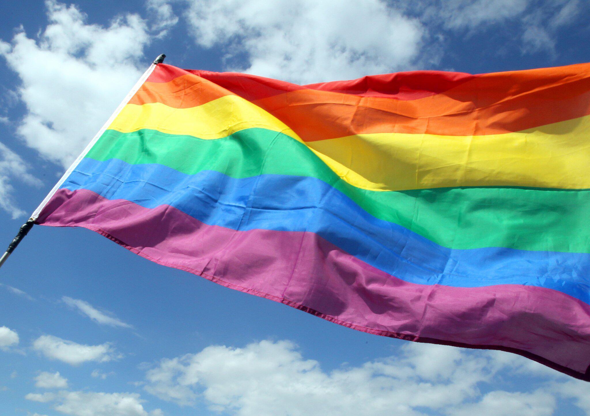 Bild zu Regenbogenflagge angezündet: 16 Jahre Haft für Mann in den USA