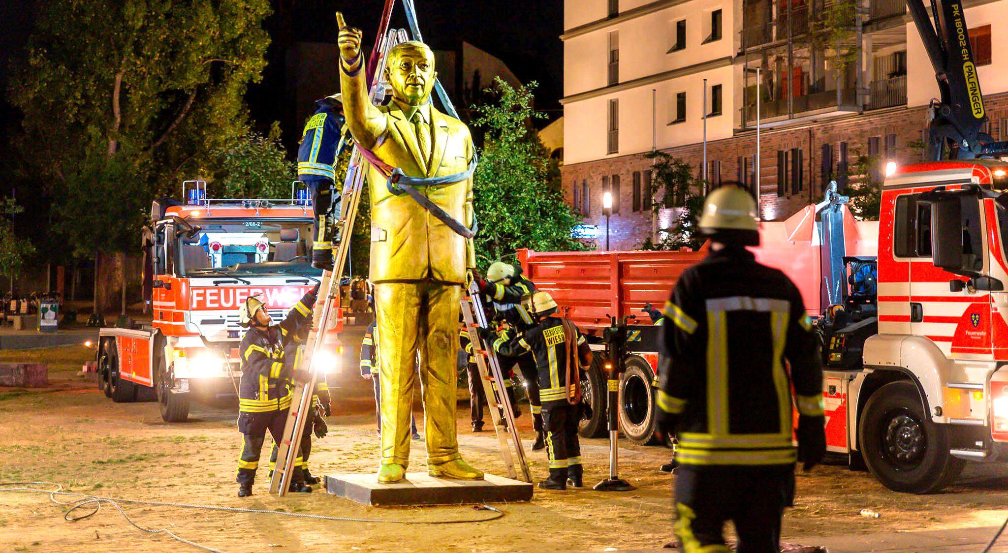 Bild zu Aus für Erdogan-Statue