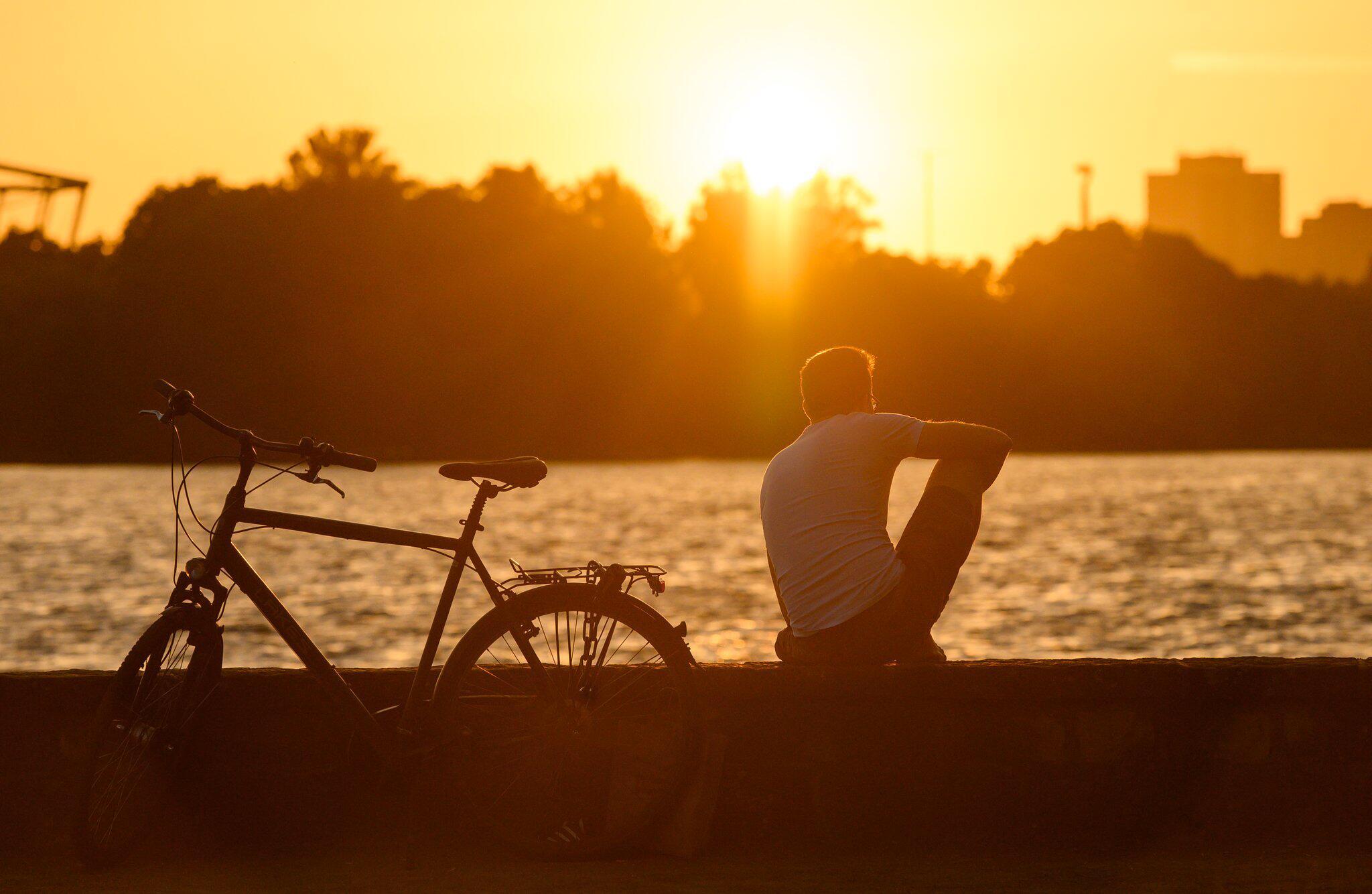 Bild zu Sonnenuntergang am Maschsee