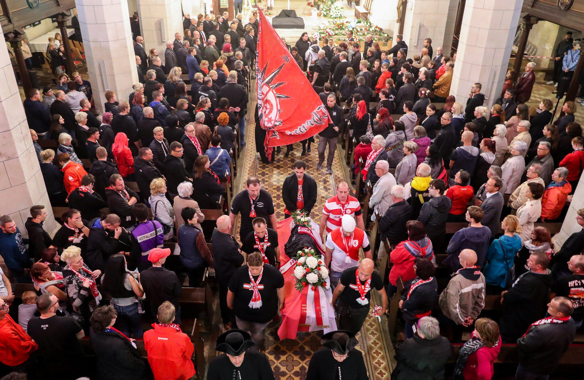 Bild zu Trauerfeier für bei Anschlag getöteten Merseburger