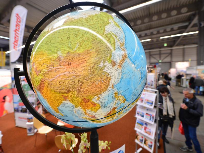 Bild zu Globus steht auf einer Reisemesse