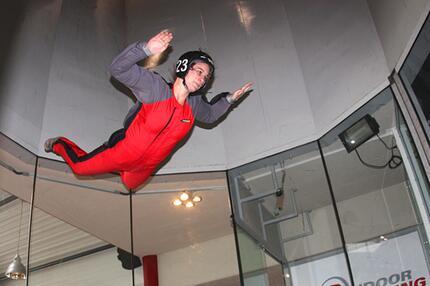 Redakteurin Silke beim Indoor Skydiving