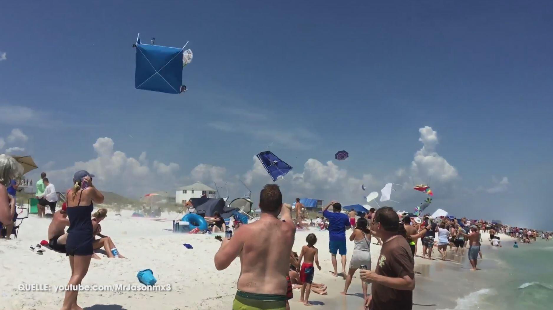 Bild zu Navy Flugzeuge mischen Strand auf