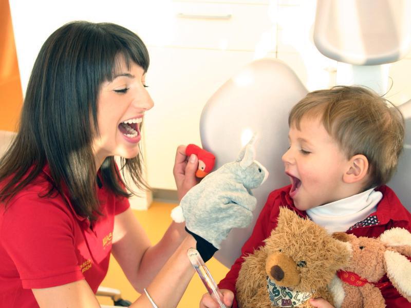 Bild zu Bei der Kinderzahnärztin