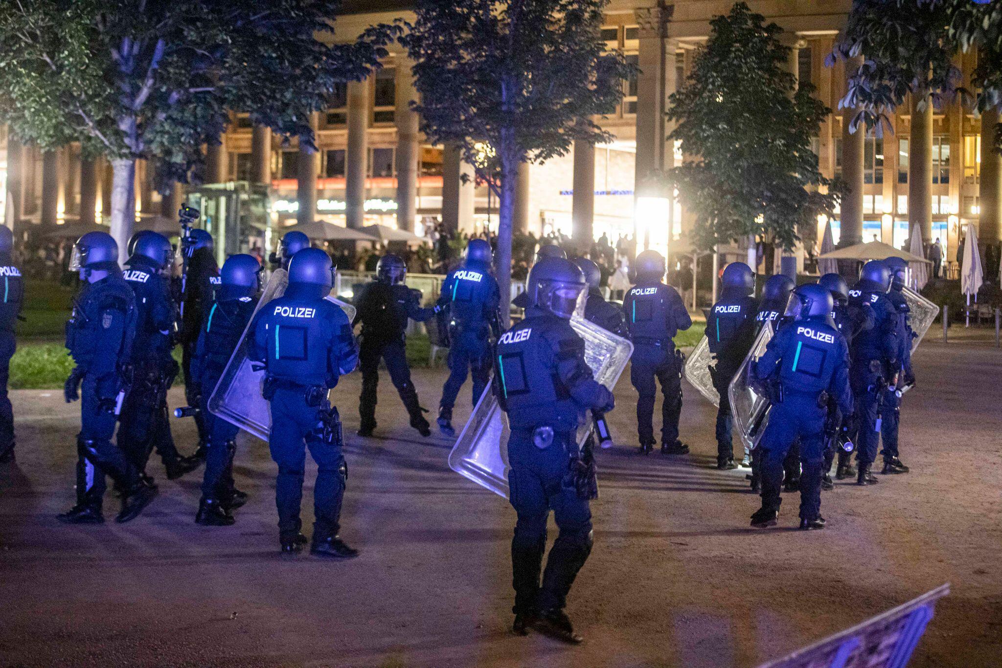 Bild zu Randale und Plünderungen in Stuttgart