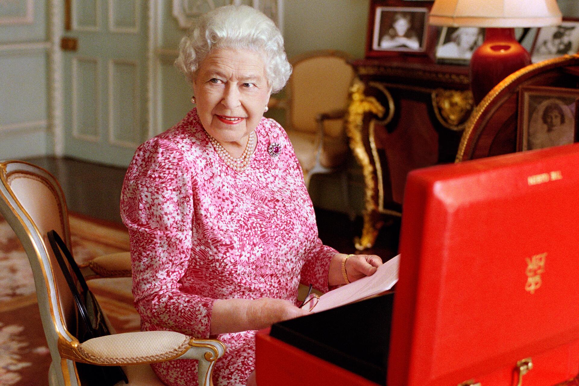 Bild zu Queen Elizabeth II
