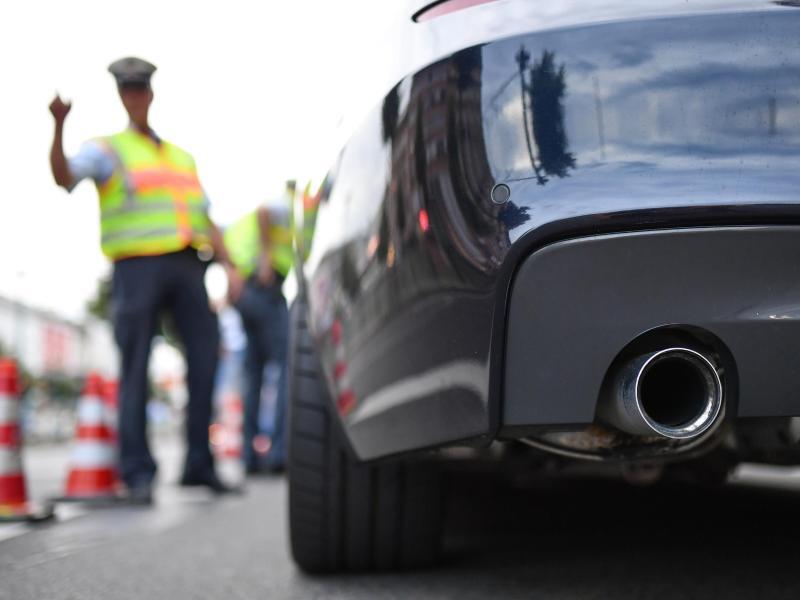 Bild zu Polizei kontrolliert Auto-Tuner