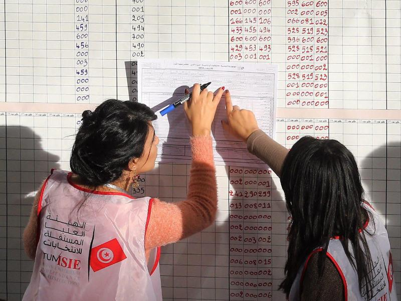 Bild zu Wahlhelferinnen