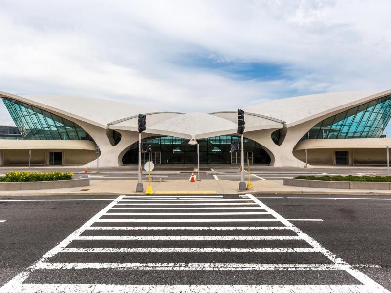 Bild zu Das Terminal von außen