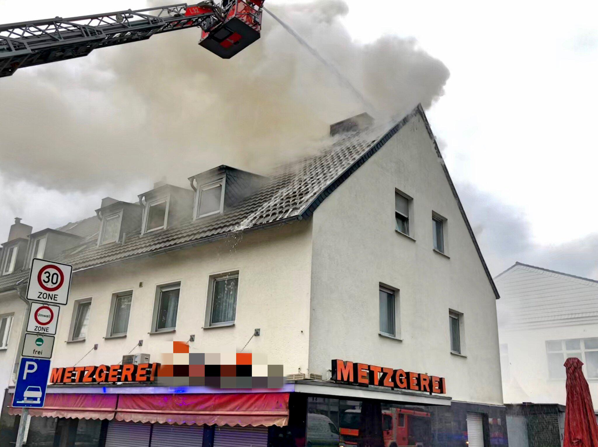 Bild zu Dachstuhlbrand in Bonn