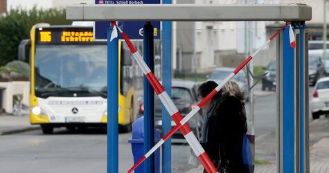 Bushaltestelle ist nach Amokfahrt gesichert
