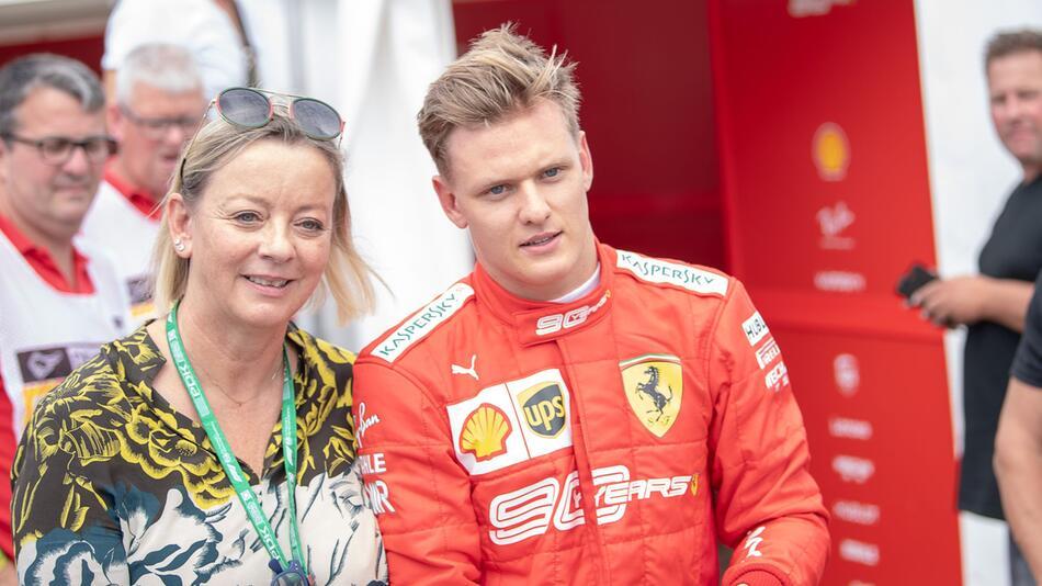Mick Schumacher und Managerin Sabine Kehm