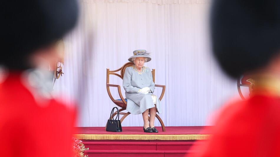 Militärparade zum 95. Geburtstag der Queen