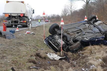 Unfall auf einer Landstraße