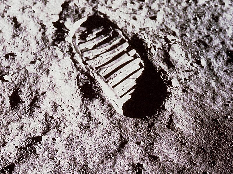 Bild zu Erster Fußabdruck auf dem Mond