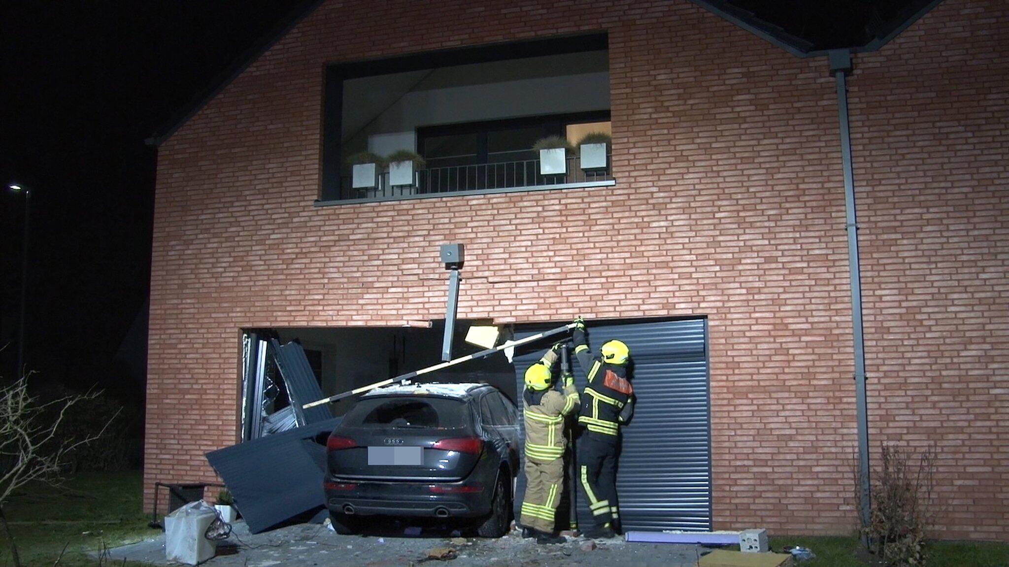 Bild zu Pkw fährt nach Niesattacke der Fahrerin in Wohnhaus