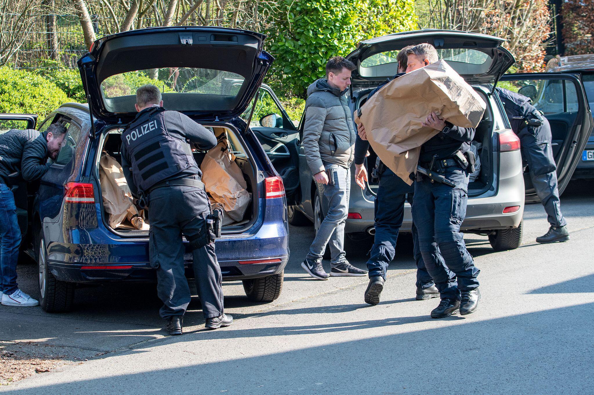 Bild zu Razzien Reichsbürger-Gruppe - Gummersbach