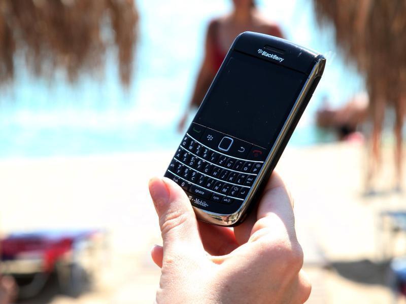 Bild zu Handy am Strand