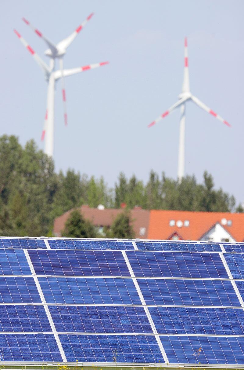 Bild zu Photovoltaikanlage und Windräder als Stromerzeuger