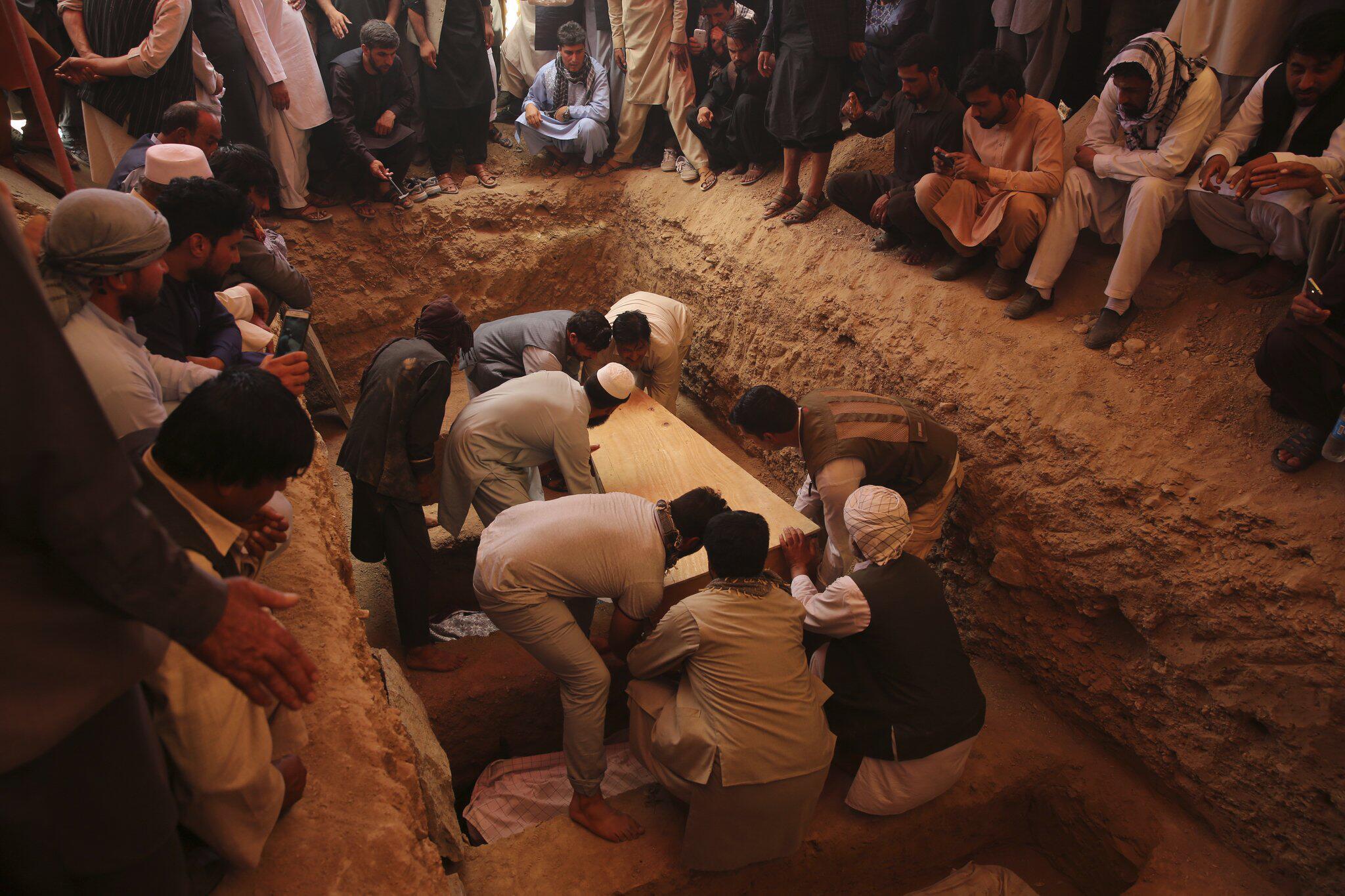 Bild zu Beerdigung nach Explosion in Hochzeitshalle in Kabul