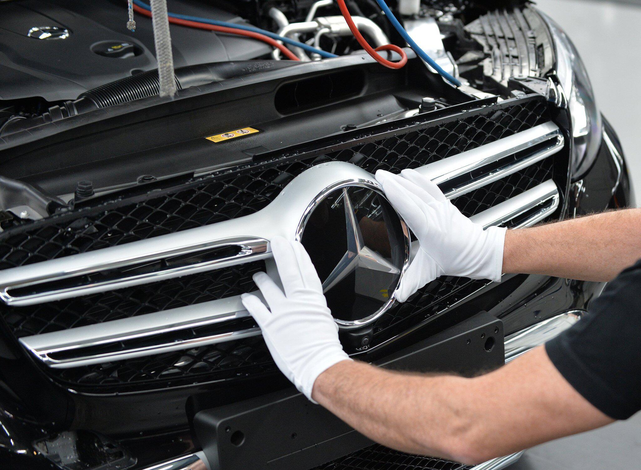Bild zu Produktion im Mercedes-Benz Werk