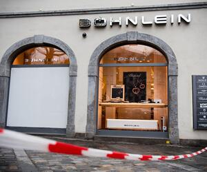 Car drives in Bamberg jewellery shop