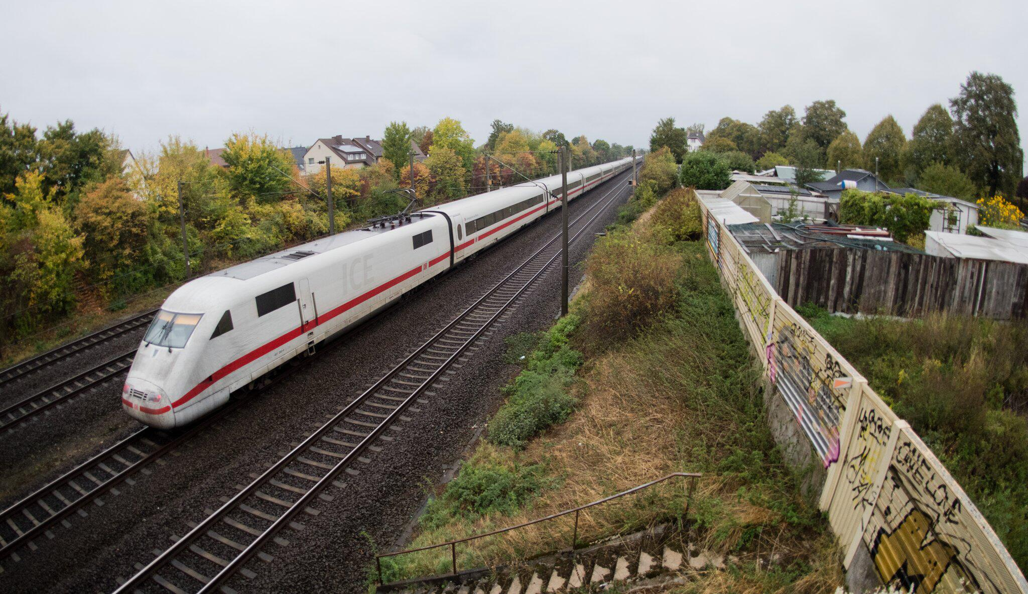 Bild zu Bahn sperrt Hauptstrecken monatelang