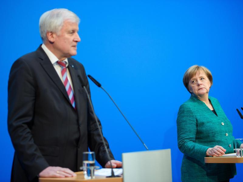 Bild zu Merkel und Seehofer