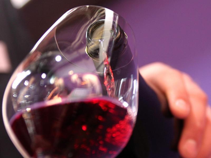 Bild zu Rotwein im Glas