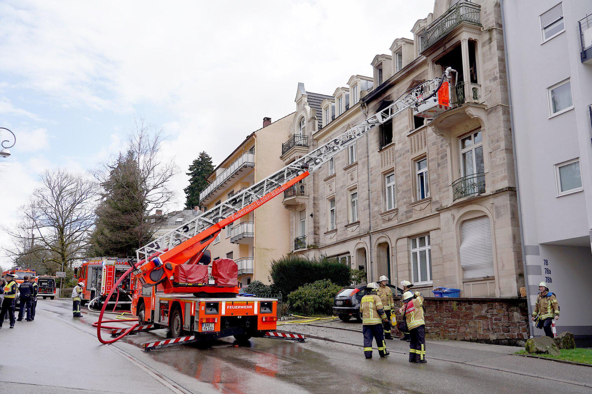 Bild zu Mehrere Verletzte bei Wohnhausbrand in Baden-Baden